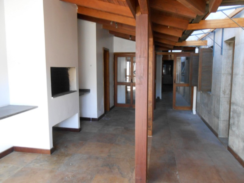 ÓTIMA COBERTURA HORIZONTAL 1 POR ANDAR, BEM ENSOLARADO, EXCELENTE OPÇÃO COM TERRAÇO 60,00m. Com 3 suítes mais 1 quarto e dependência de empregada completa com área privativa de 297,8880m2, mais 125,0758m2 de área de lazer interna da cobertura, incluindo esta lavanderia, centro gaucho  churrasqueira, piscina, sauna, salão de ginástica.   ÓTIMO PADRÃO ACABAMENTO.    A MELHOR LOCALIZAÇÃO DO BAIRRO.