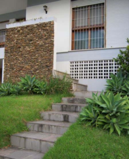 Bela Casa, 4 dorms,1  suite, living 3 amb, lavabo, lareira, churr, copa coz, 4 vagas, amplo patio, lavand, localização privelegiada.