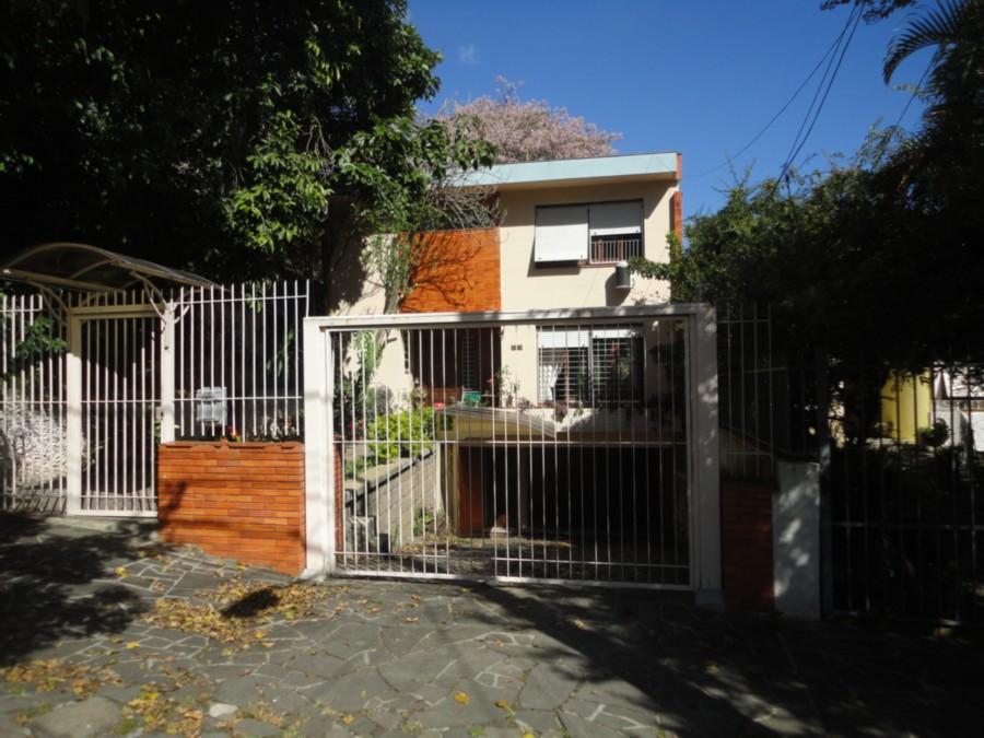 ÓTIMA casa, bem localizada, patio com quiosque e churrasqueira. Pode ser clínica ou empresa.  Terreno 8,50 X 41,04