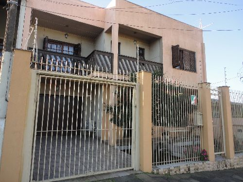 uma casa de 2 pisos com 5 dormitórios , sendo uma suite master com banheira com hidro.com pátio e mais uma casa nos fundos.proximo da manoel Elias Fapa e Baltazar de Oliveira  Garcia  .......