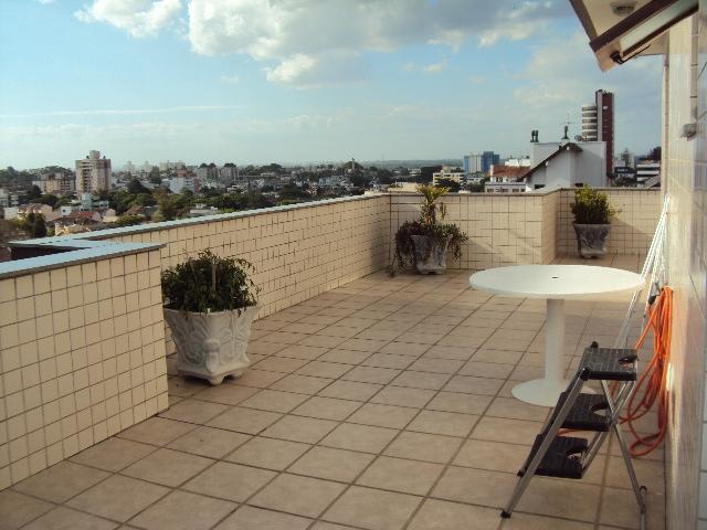 Cobertura próximo a Adda Mascarenhas, no Jardim Planalto, Porto Alegre,  3 dormitórios, área de 189m, 2 vagas de garagem. Parte baixo: Cozinha montada, área de serviço, living para 3 ambientes, com split, deposito, 2 dormitórios, sendo 1 suíte com banheiro, ficam armários. Parte superior: Lareira, churrasqueira, banheiro social, living 2 ambientes, terraço e escritório ou quarto com porta espelho de correr, split. Condomínio com elevador, porteiro eletrônico.