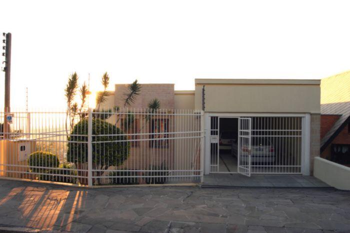 Excelente residência 3 pavimentos, com vista espetacular para o Guaiba, 3 dormit. 1 suite, dep.completa, churrasqueira salão festas, piscina garagem p/ 2 carros, ótima posição solar e pátio .