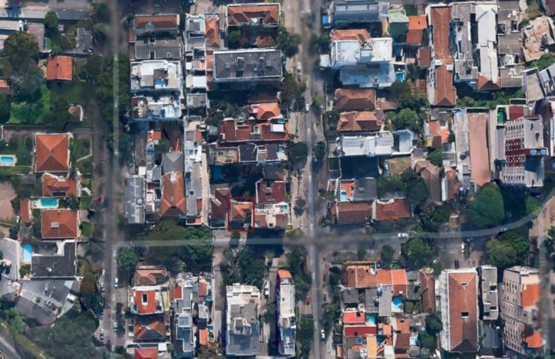 Terreno bem localizado, medindo ,x,m Existe uma casa no mesmo, possibilidade de reforma.