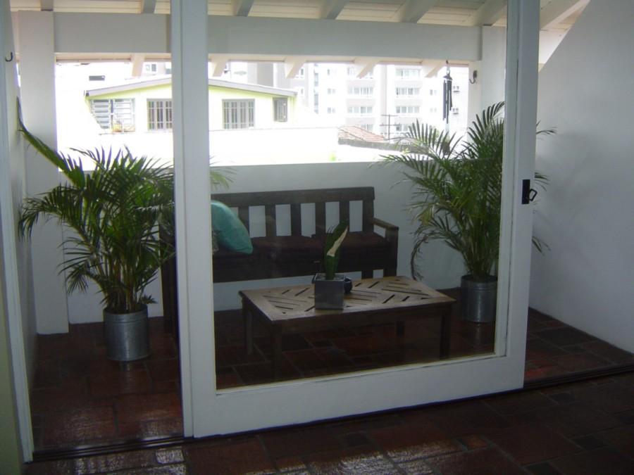Excelente casa de 4 dormitórios, estilo sobrado, peças amplas, pronta para morar.