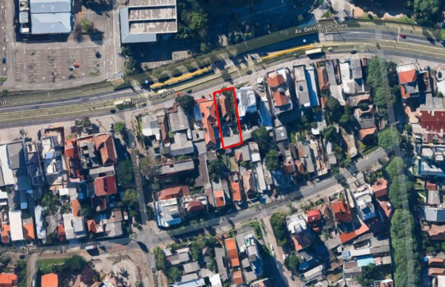 Terreno com área total de 561m e dimensão de  13,20mx42,50m, Frente à PUC.