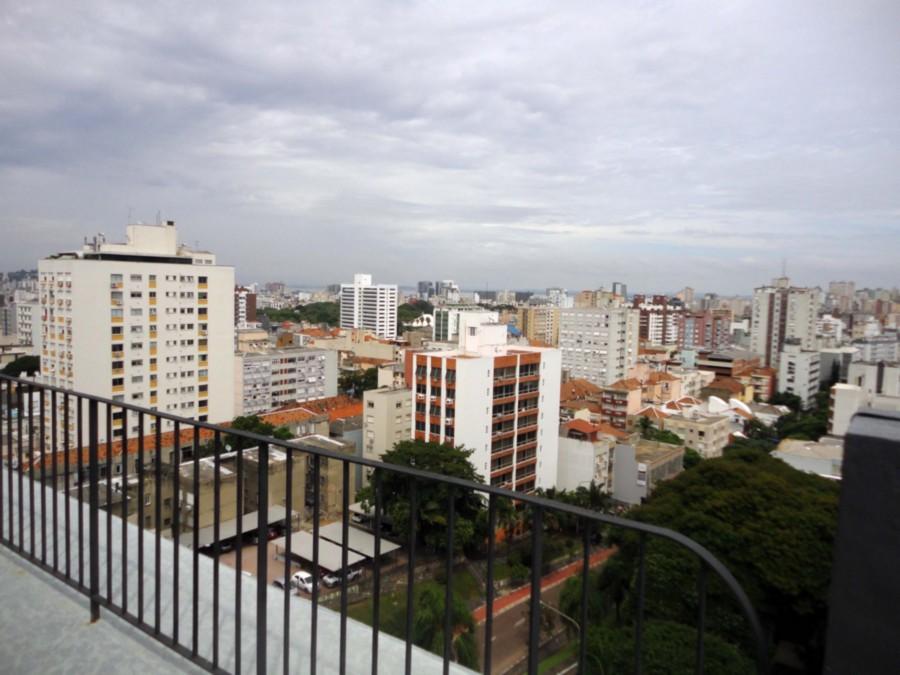 Apartamento de 3 dormitórios, prédio tradicional no bairro Bom Fim, divisa com Moinhos Vento e Rio branco. Prédio com portaria 24h, salão de festas na cobertura com linda vista para o Guaíba, terraço amplo e pôr do sol deslumbrante.