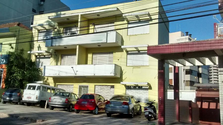 Prédio com terreno, edificados 3 pavimentos, com 4 sacadas, 24 salas, casa de zelador, estacionamento para 16 automóveis, pode ser para uso comercial, residencial ou fazer edificação nova.