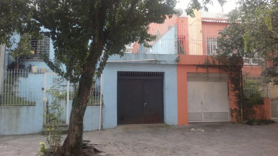 EExcelente terreno localizado em região nobre de POrto Alegre, com 202,40m, sendo 8,80m de frente e 23m de extensão. Com possibilidade de compra dos outros dois terrenos ao lado, totalizando uma área de 607,20m.