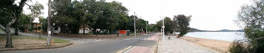 Excelente terreno de esquina na beira do Rio Guaíba, totalizando 946m de área.  Oportunidade para residencial ou comercial, com possibilidade de construir sobrados.