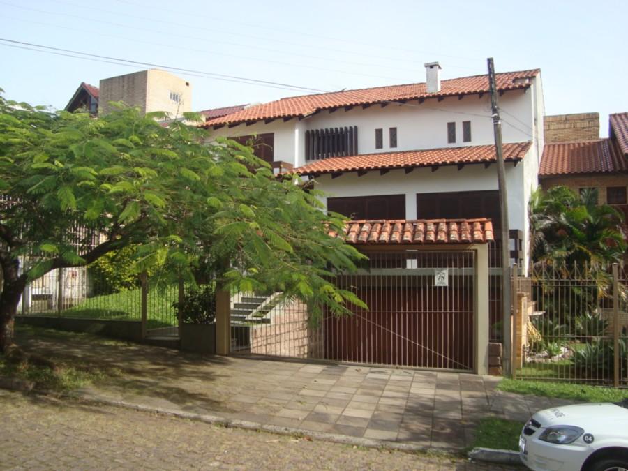 Casa/ sobrado c/ 360 m no Bairro Nonoai em Porto Alegre - rs  Casa residencial próximo da avenida Nonoai com 3 dormitórios (1 suíte) área de 360m , Living amplo , sala de jantar,  lavabo, , gabinete, sacada, terraço, copa/ cozinha , dependência  empregada completa  piso laminado, vista panorâmica, gás central, piscina . com vaga de ,garagem para 4 carros