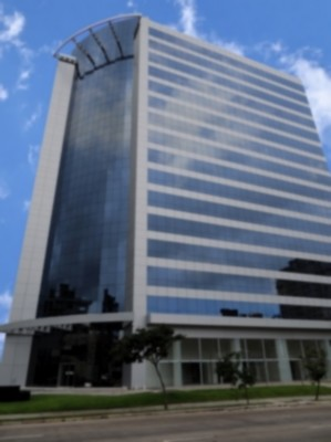 Excelente sala comercial, no belo empreendimento Platinum Tower, bairro Três Figueiras (Porto Alegre), 49m privativos, imóvel novo, ocupação imediata. Edifício suntuoso e inteligente no coração financeiro da cidade, e com a melhor relação custo benefício. Todo piso em porcelanato. Condomínio com 3  salas de reuniões decoradas e mobiliadas com todos equipamentos, inclusive rede wi-fi, auditório para 80 pessoas, 6 elevadores, cafeteria, telefonia, rede elétrica e lógica prontas, estacionamento privativo e rotativo e controle de acesso. Traga sua empresa para o melhor endereço da Carlos Gomes!. Alto padrão