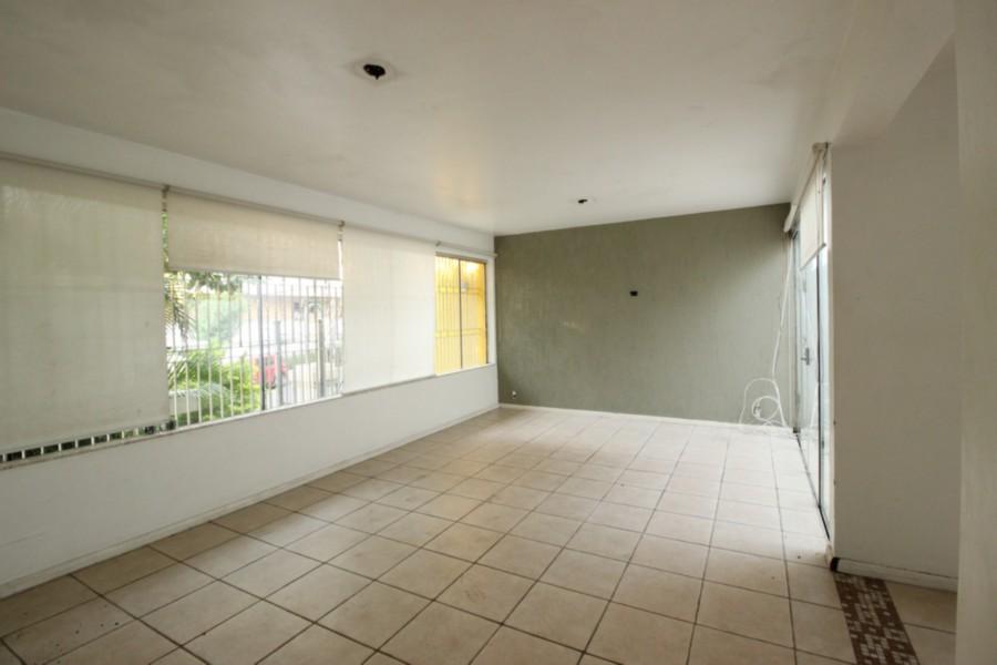 Casa com 4 dormitórios, no Bairro Rio Branco, Próximo ao IPA, com 330 m, terreno de 13,00m x 23,50m , precisando de reforma ampla. Ótima localização, a 50 mts do IPA.