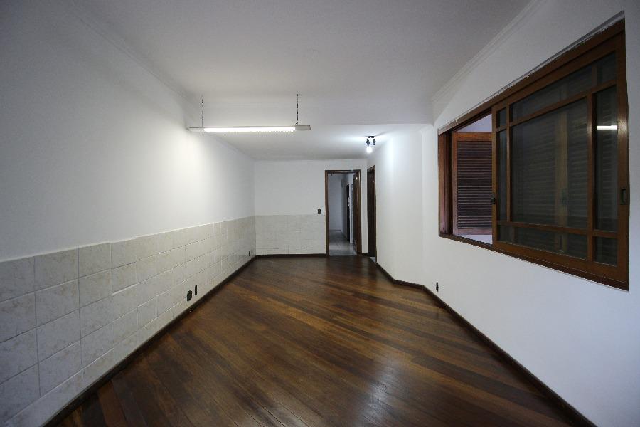 Excelente casa, próximo ao Zaffari Ipiranga, com 3 níveis. 2 vagas de garagem. Podendo ser usada residencial ou comercial.