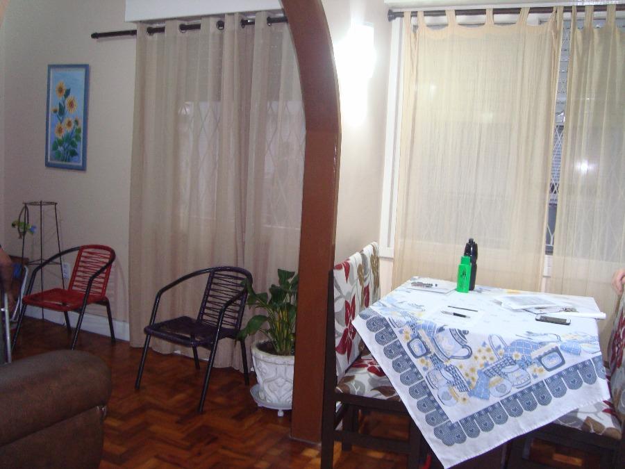 Apartamento de 3 dormitórios no bairro Menino Deus em Porto Alegre, 76,08 m. Ótimo apartamento, térreo, com estar, cozinha com área de serviço integrada, bastante arejado e iluminado, todo adaptado para cadeirante. Prédio recuado, gradeado, com jardim e salão de festas. Localizado próximo a Av. Érico Veríssimo e Av. Getúlio Vargas. Esperamos sua visita!