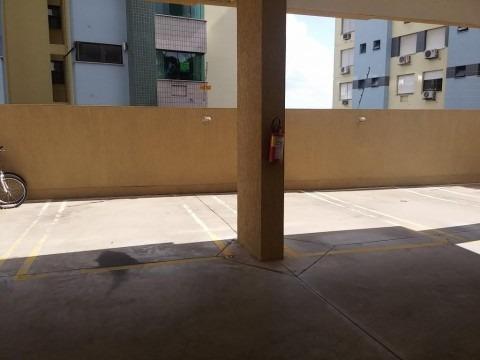 Apartamento  nas imediações da Fernando Abott, Bairro Cristo Redentor, Porto Alegre, 3 dormitórios (1 suite), com área de 78m, 2 vagas de garagem individuais, living com 2 ambientes, banheiro social, cozinha com armários planejados, churrasqueira e área de serviço, junker instalado e piso porcelanato, banheiros com ventilação direta e armários planejados. Prédio bem conservado com elevador.