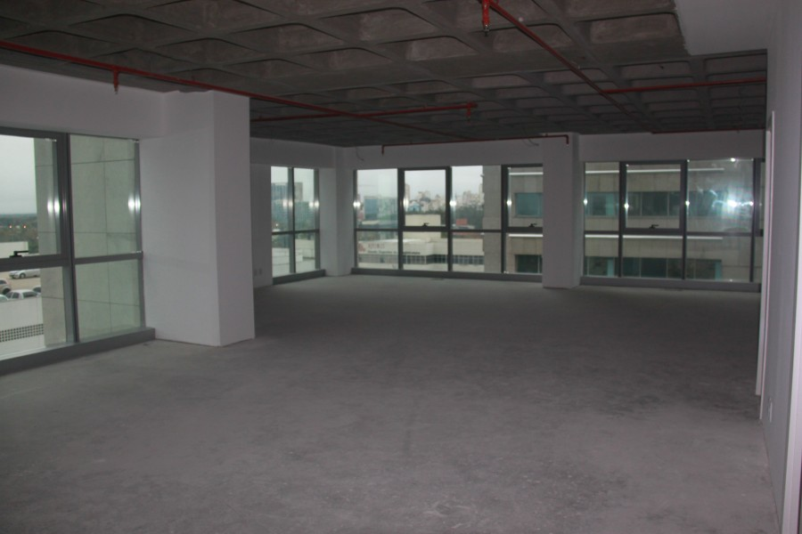 Excelente sala comercial no Condomínio Trend City Center Corporate nunca usada, área privativa de 132 m com três boxes independentes.
