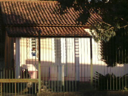 TERRENO no Bairro GlÓRIA, MEDINDO 10X50,60  com casa sem valor comercial.